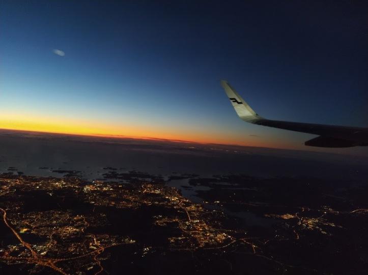 Sain lennon aikana seurata kaunista auringonnousua.